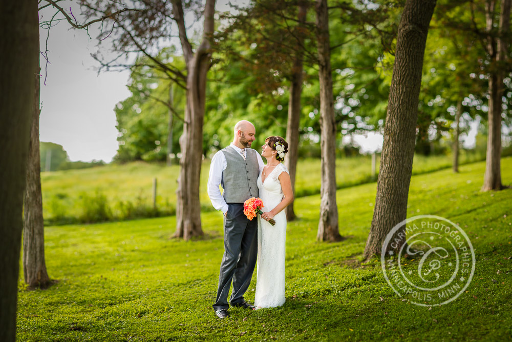 Minneapolis barn farm wedding photo